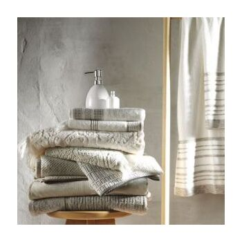 Colored towels by Hellen's Group